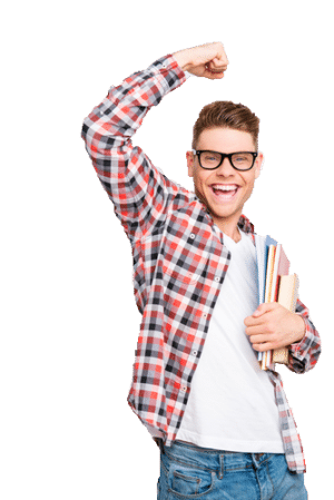 Jeune homme heureux lève un bras